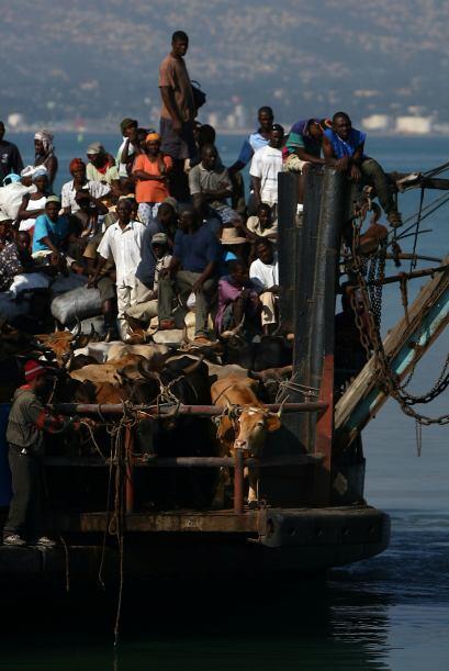 Con las importaciones se provee a la isla de todo lo que no produce, esp...