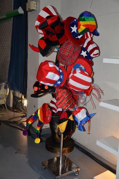 Colores y más colores en los distintos sombreros para que  los presentad...