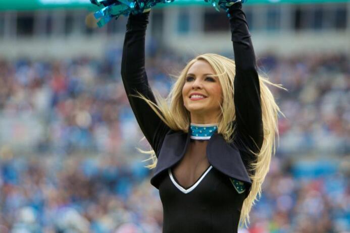 Ella es Madelyn, sexy Top Cat que se irá al Pro Bowl en Hawaii. Checa lo...