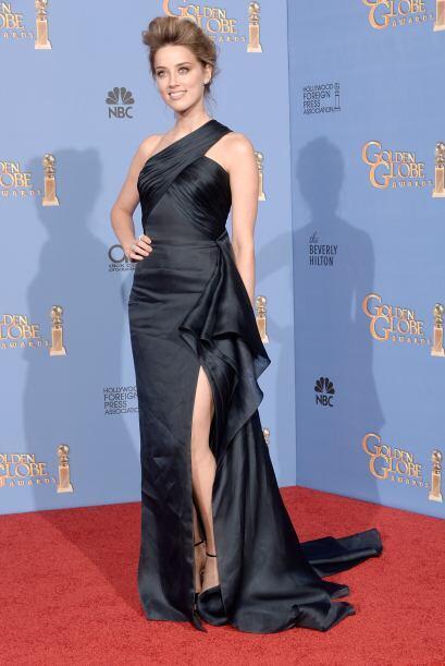 Amber Heard lució mucha y muy buena pierna con este vestido obra de la c...