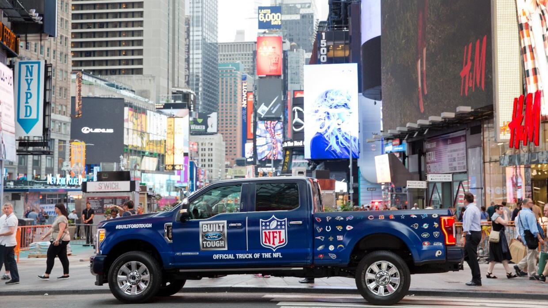 El contrato de patrocino entre Ford y la NFL hizo dela pickup Ford Serie...