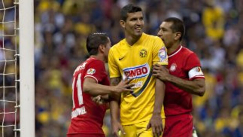 Pero al ataque, el 'Maza' Rodríguez le causó muchos problemas a los defe...