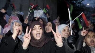 Libia está al borde de la guerra civil. Miles salieron a la calle en pro...