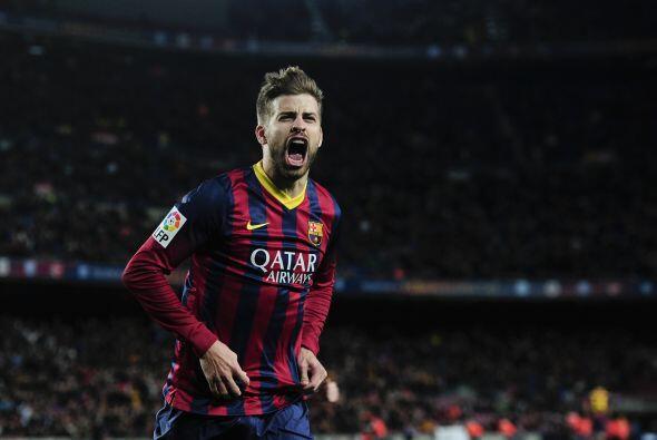 Piqué abrió el marcador para el Barcelona al anotar tras un córner lanza...
