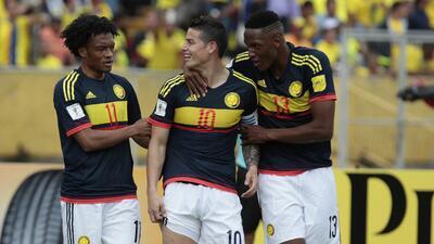 Colombia se impulsa en la casa de Ecuador con goles de James y Cuadrado
