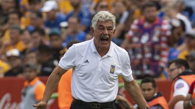 'Tuca' Ferretti no culpa al arbitraje de la derrota ante Toluca