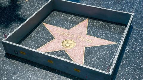 Estrella de Donald Trump en Hollywood es rodeada por un 'minimuro'.