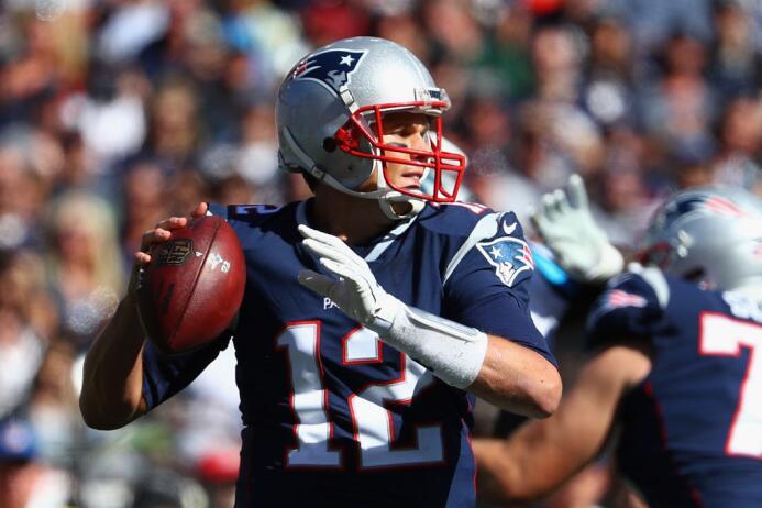 Carolina tuvo la posesión al final del juego y los Patriots buscaba evit...