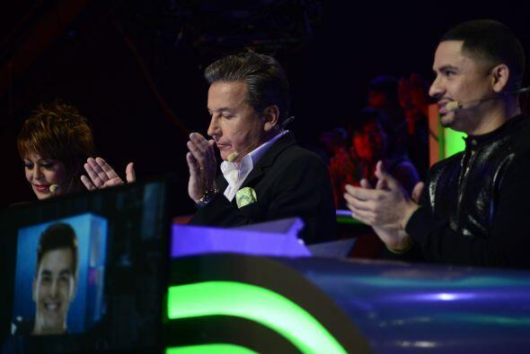 Alejandra, Ricardo y Larry deliberando sobre este grupo... ¿Quién iría a...