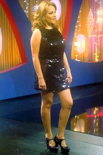 Nos despedimos con una imagen del mini vestido con el que Gina consintió...