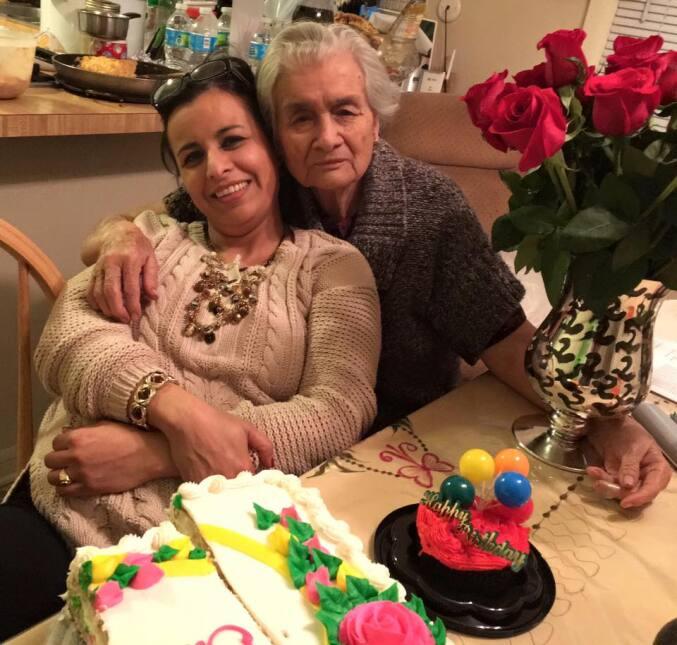 Vicky Aguilera con su mamá