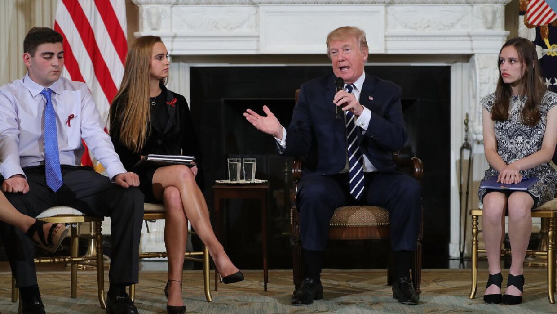 Trump invitó a la Casa Blanca a familiares de víctimas de tiroteos a pla...