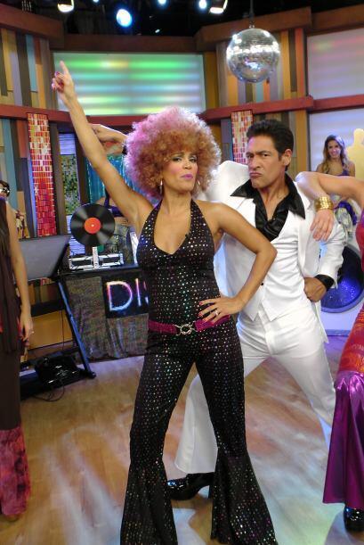 Johnny Travolta no dudó en seducir a la espectacular Karla Martínez.