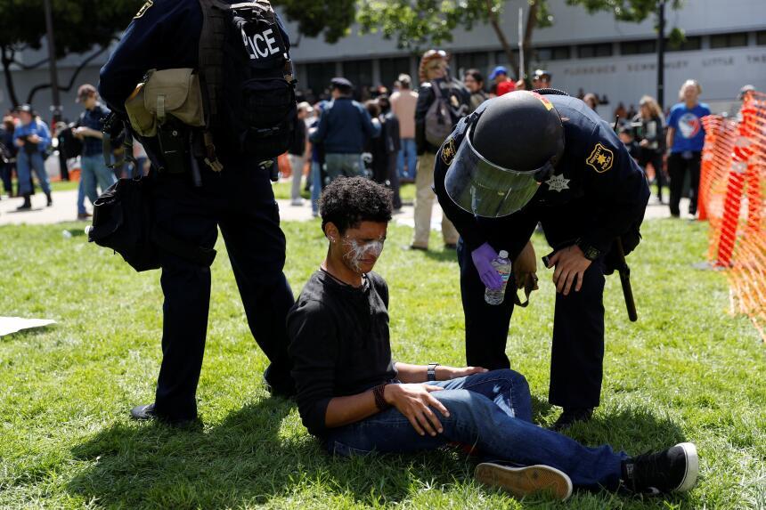 La fuerte presencia policiaca no evitó los enfrentamientos.