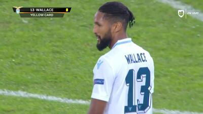 Tarjeta amarilla. El árbitro amonesta a Wallace de Lazio