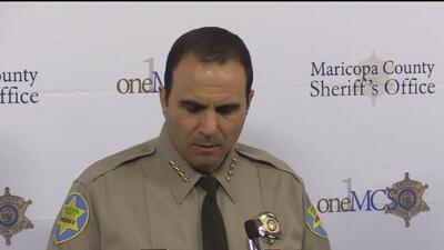 Sospechoso enfrenta cargos de terrorismo tras agredir con un cuchillo a un alguacil del condado Maricopa
