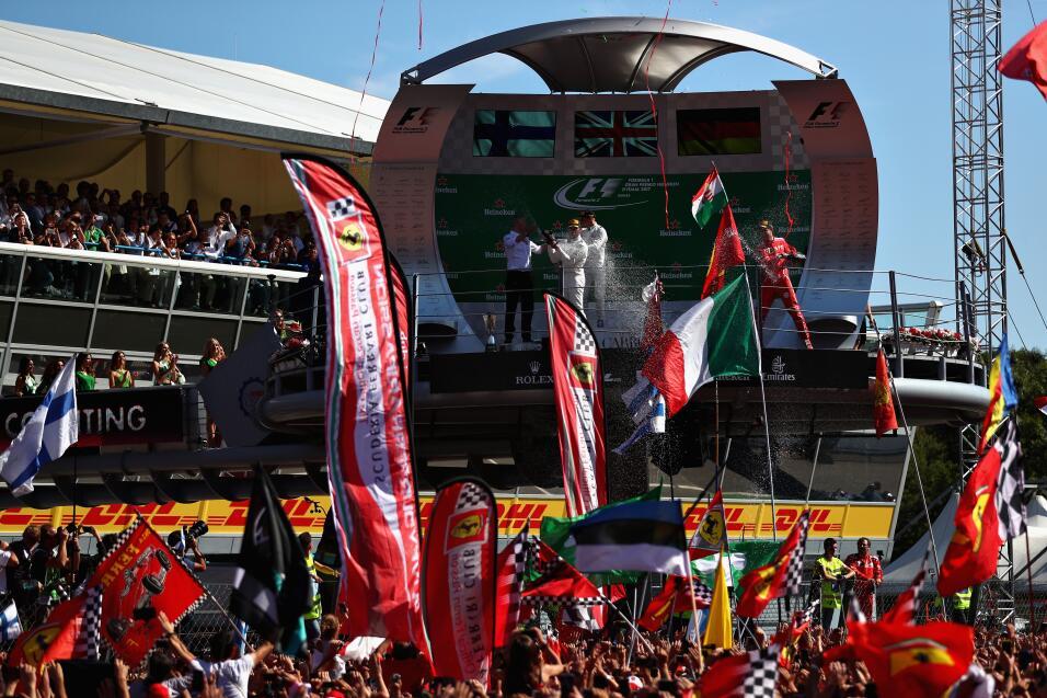 Hamilton gana en Monza y es nuevo líder, Vettel fue tercero GettyImages-...
