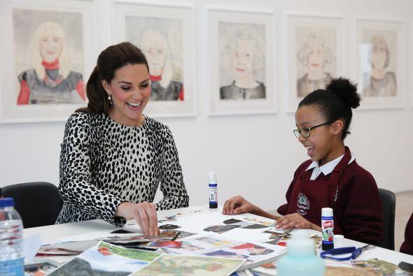 La Duquesa convivió con varios niños amantes del arte.