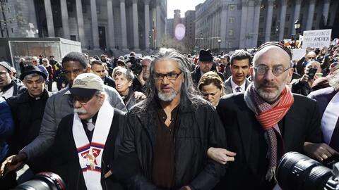Ravi Ragbir, director ejecutivo de la New Sanctuary Coalition, acompa&nt...