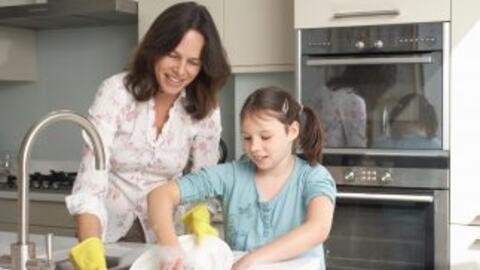 Aprende a incentivar a tus hijos para que te ayuden con la limpieza del...