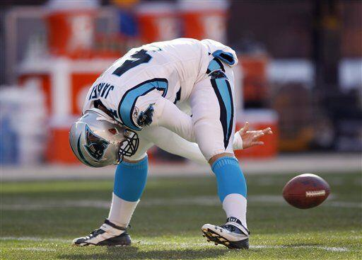 J.J. Jansen, centro largo de los Carolina Panthers (AP-NFL).