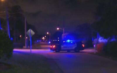 Hombre que agredió un agente de la policía, en Deerfield Beach, es busca...