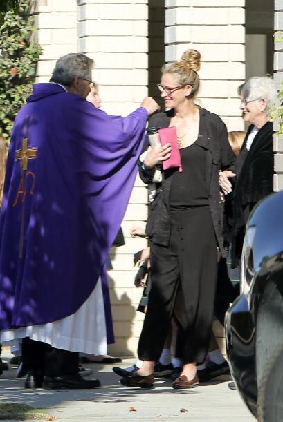 Julia llevó a Betty Lou Motes, su madre, a escuchar la palabra del Señor...