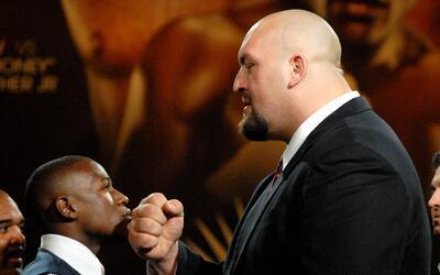 El día que Mayweather enfrentó a Big Show en WWE... ¡y le ganó!