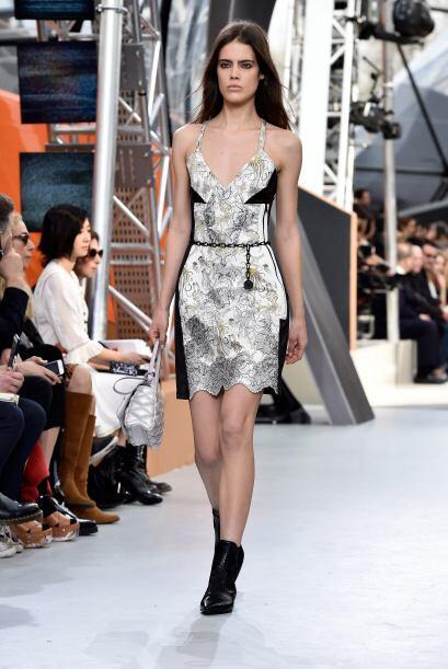 Un outfit coqueto y sexy. La frescura de una mujer resalta con este vest...