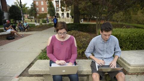 Muchos estudiantes dependen de becas y prestamos federales para subsistir.