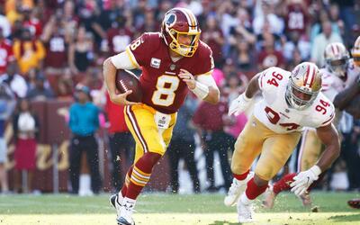 El mariscal de campo Kirk Cousins lanzó para dos touchdowns y ano...