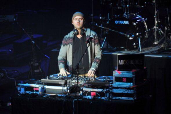 El DJ Mick Boogie puso el tono para la fiesta Bud Light.