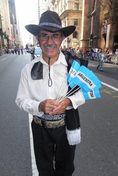 Familias hispanas desfilan por la 5ta Avenida 79529e8fb7b6412397127c1b17...