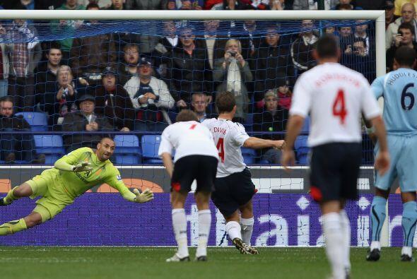 La delantera del equipo local, Bolton, estuvo imparable.