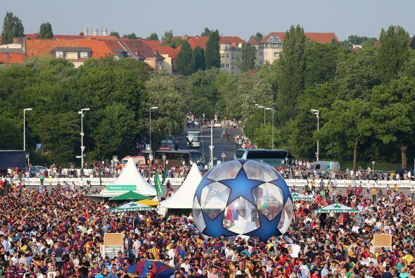 Todo listo en el Olympiastadion donde Juventus y Barcelona se enfrentar&...