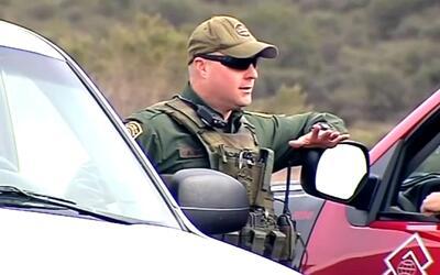 Patrulla fronteriza evita la muerte de inmigrantes perdidos en el desier...