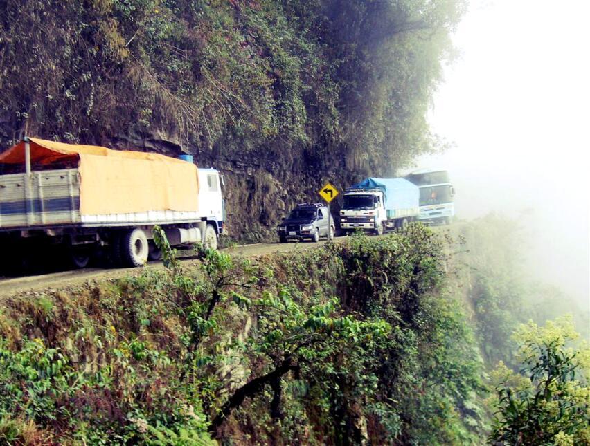 Las cinco carreteras más peligrosas del mundo North Yungas Roads in Boli...
