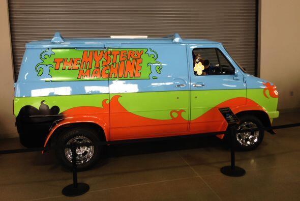 Llena de color, nos encontramos con la furgoneta de Scooby Doo.