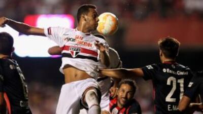 Bastos anotó para que el equipo brasileño venciera a San Lorenzo