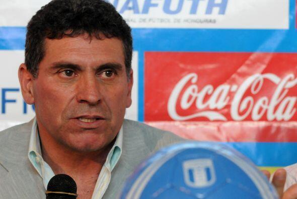 El DT Luis Fernando Suárez ni siquiera pudo armar un plantel id&o...