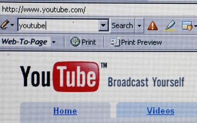 YouTube trabaja para habilitar cuentas de personas LGBTQ excluidas por l...