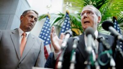 El Presidente del Congreso, el republicano John Boehner (izq.) junto al...