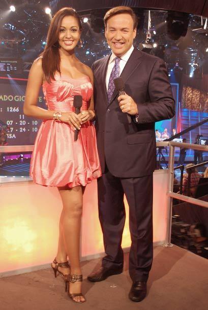 Karol Rosa es otra de las bellezas del programa. Aquí al lado de Javier...