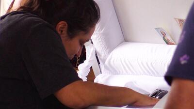 Una madre llora la muerte de su hijo asesinado en México a días de ser deportado