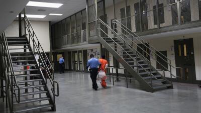 California se convierte en el primer estado en eliminar la fianza para sospechosos en espera de juicio