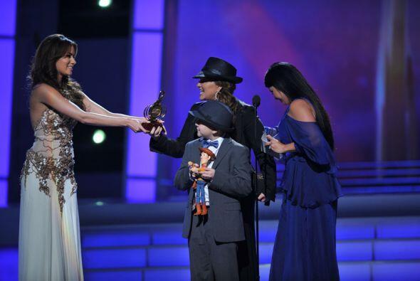 """""""Estoy muy contenta de estar aquí esta noche gracias a Premio Lo Nuestro..."""