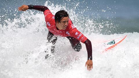 Surfing GettyImages-689285626.jpg