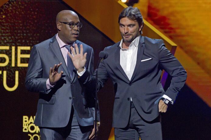 Ellos son los ganadores del Balón de Oro Hernand Medford y Julian Gil.jpg