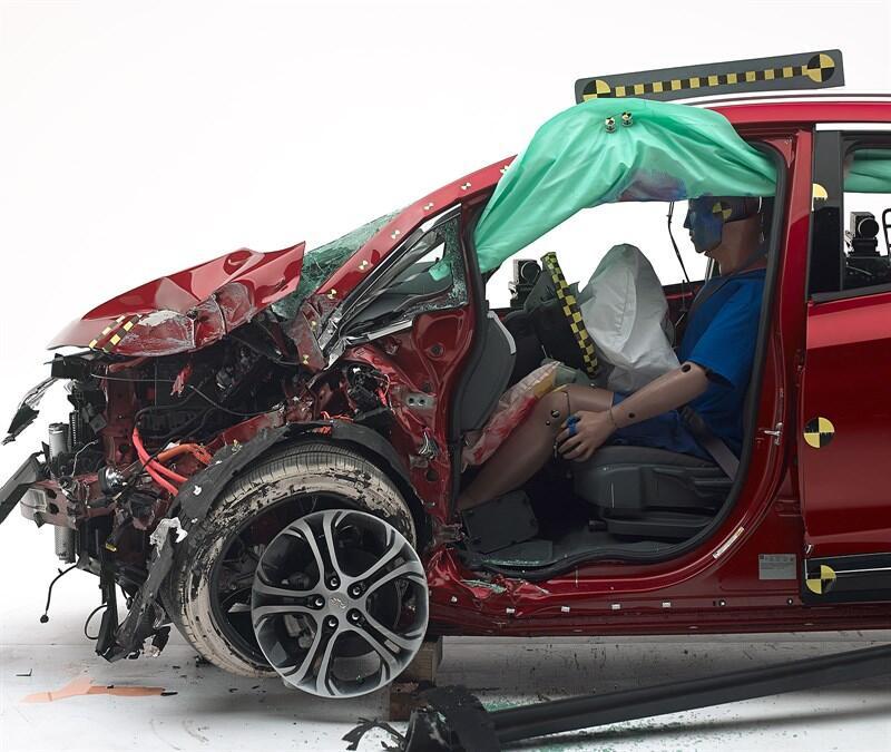 El nuevo auto eléctrico de Chevrolet superó con honores pruebas de choqu...