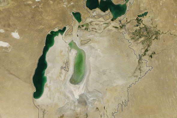 Cada vez más pequeño el que un día fue el cuarto lago más grande del mun...